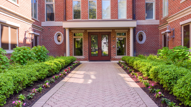 3 Bedrooms, Downtown Naperville Rental in Chicago, IL for $6,800 - Photo 2