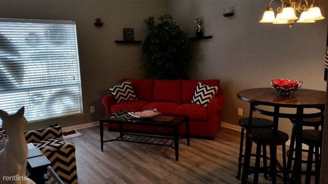 2 Bedrooms, Southeast Montgomery Rental in Houston for $1,199 - Photo 1