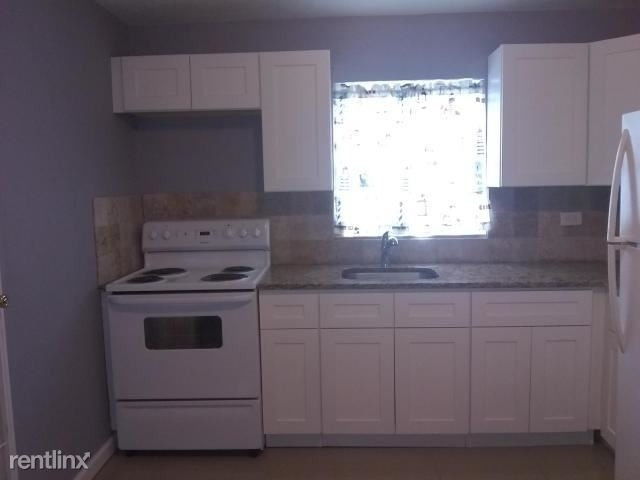 3 Bedrooms, West Park Rental in Miami, FL for $1,690 - Photo 2