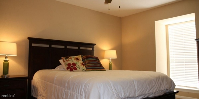 1 Bedroom, London Lane Townhome Rental in Houston for $750 - Photo 2