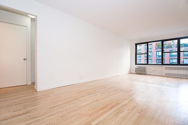 2 Bedrooms, Greenwich Village Rental in NYC for $5,041 - Photo 2