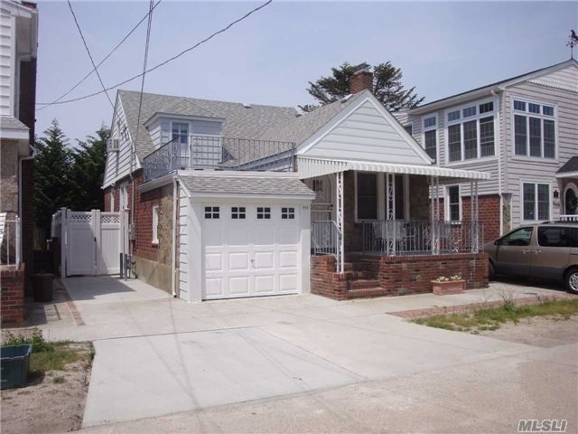 4 Bedrooms, Point Lookout Rental in Long Island, NY for $8,000 - Photo 1