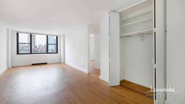 3 Bedrooms, Rose Hill Rental in NYC for $6,400 - Photo 2
