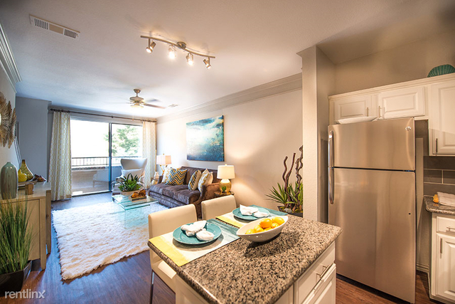 3 Bedrooms, North Central Dallas Rental in Dallas for $1,800 - Photo 2