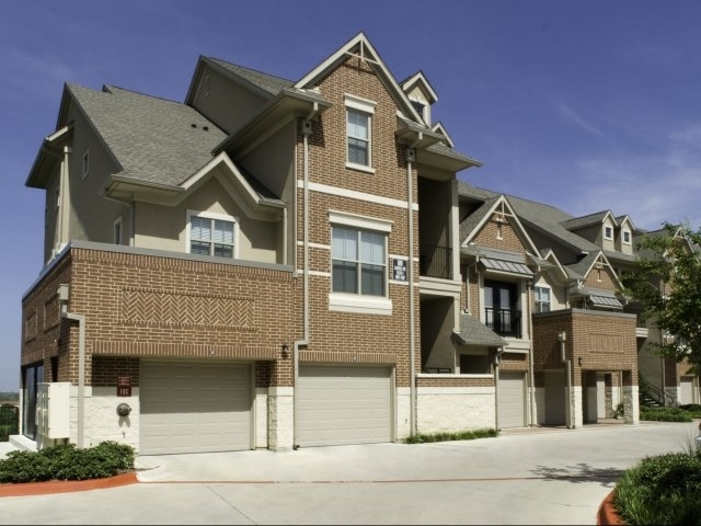 3 Bedrooms, Rock Island-Samuels Avenue Rental in Dallas for $2,025 - Photo 2