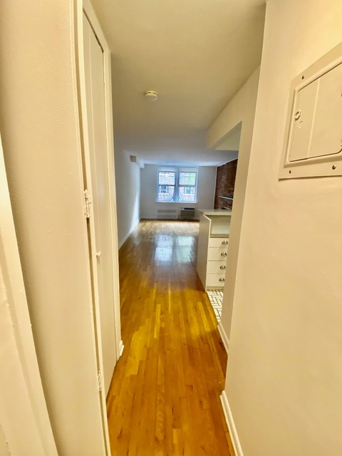 1 Bedroom, Yorkville Rental in NYC for $2,065 - Photo 2