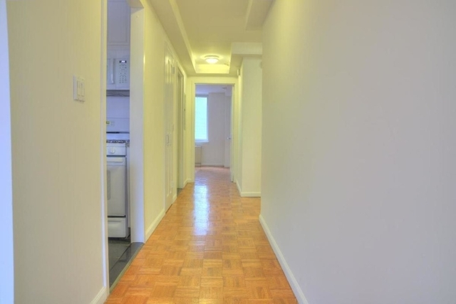 3 Bedrooms, Hell's Kitchen Rental in NYC for $4,292 - Photo 2