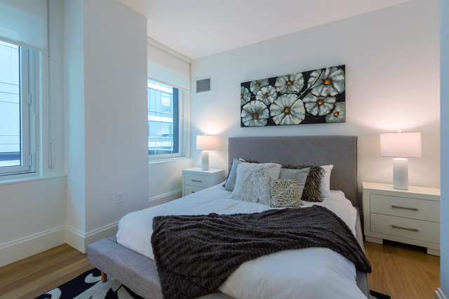 3 Bedrooms, Hell's Kitchen Rental in NYC for $5,133 - Photo 2