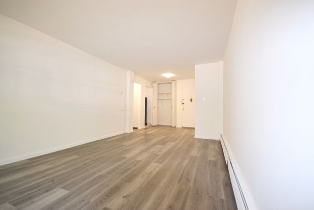 1 Bedroom, Forest Hills Rental in NYC for $1,913 - Photo 2
