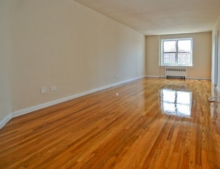 2 Bedrooms, Rego Park Rental in NYC for $2,582 - Photo 2
