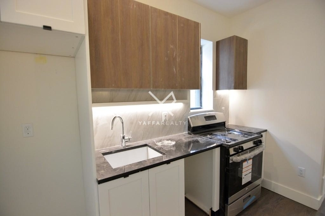 3 Bedrooms, Ridgewood Rental in NYC for $2,588 - Photo 2