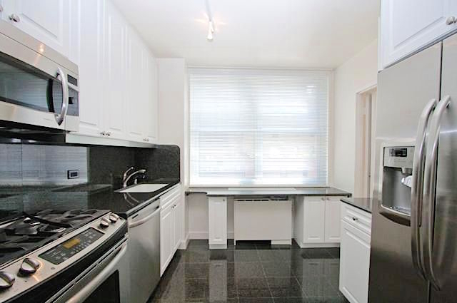 2 Bedrooms, Sutton Place Rental in NYC for $6,687 - Photo 1