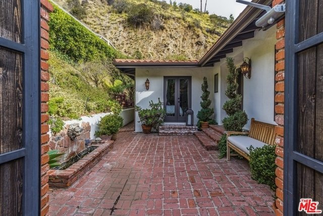 3 Bedrooms, Bel Air-Beverly Crest Rental in Los Angeles, CA for $10,500 - Photo 2