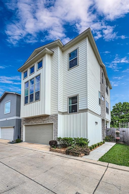 3 Bedrooms, Pine Village Rental in Houston for $2,400 - Photo 2