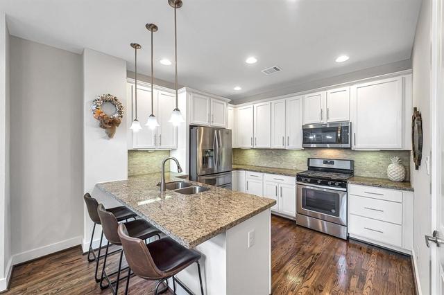 3 Bedrooms, Pine Village Rental in Houston for $2,400 - Photo 1