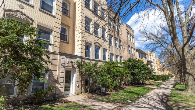 2 Bedrooms, Budlong Woods Rental in Chicago, IL for $1,375 - Photo 2