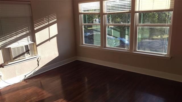1 Bedroom, Rock Island-Samuels Avenue Rental in Dallas for $1,000 - Photo 2