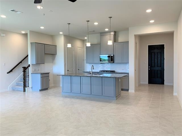 3 Bedrooms, North Central Dallas Rental in Dallas for $2,495 - Photo 2