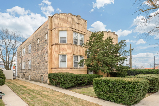 2 Bedrooms, Irving Park Rental in Chicago, IL for $2,000 - Photo 1