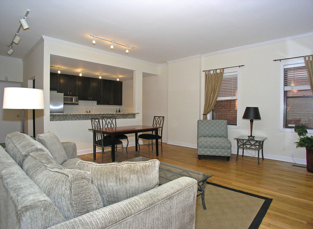 3 Bedrooms, Ranch Triangle Rental in Chicago, IL for $3,700 - Photo 2