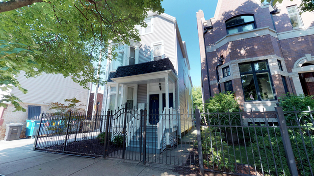 3 Bedrooms, Roscoe Village Rental in Chicago, IL for $2,595 - Photo 1