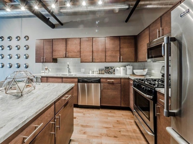 2 Bedrooms, Streeterville Rental in Chicago, IL for $4,345 - Photo 1