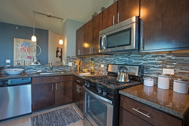 2 Bedrooms, Gold Coast Rental in Chicago, IL for $3,742 - Photo 1