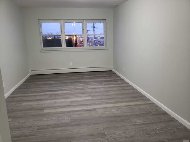 2 Bedrooms, Westholme North Rental in Long Island, NY for $2,150 - Photo 2