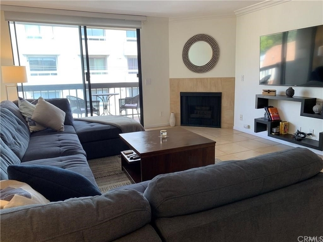1 Bedroom, Hollywood Hills West Rental in Los Angeles, CA for $2,350 - Photo 2