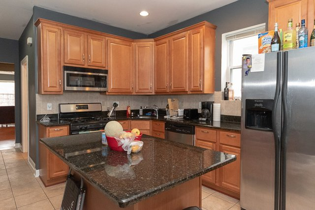 3 Bedrooms, Roscoe Village Rental in Chicago, IL for $2,250 - Photo 2