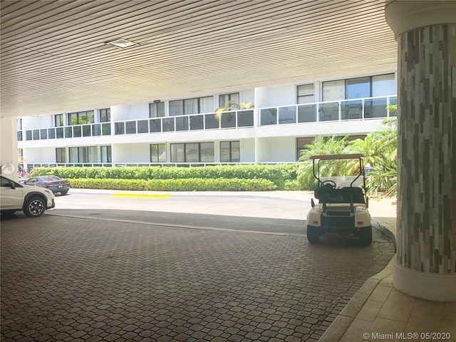 2 Bedrooms, Biscayne Yacht & Country Club Rental in Miami, FL for $2,200 - Photo 2
