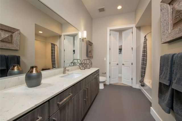 1 Bedroom, Downtown Houston Rental in Houston for $2,113 - Photo 2
