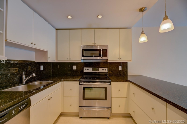 1 Bedroom, Golden Shores Ocean Boulevard Estates Rental in Miami, FL for $1,800 - Photo 2