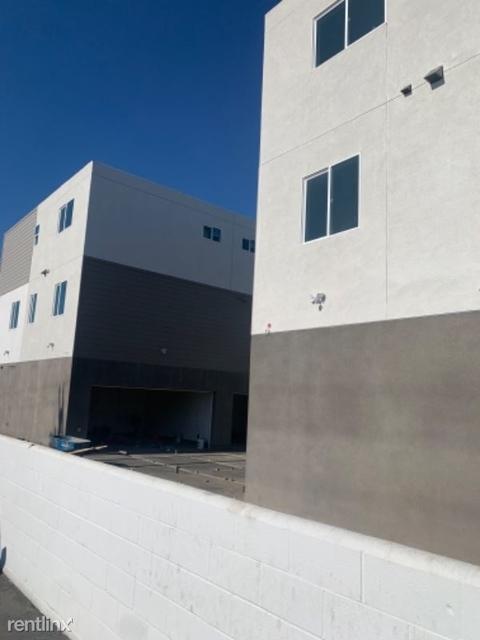 3 Bedrooms, Van Nuys Rental in Los Angeles, CA for $3,650 - Photo 2