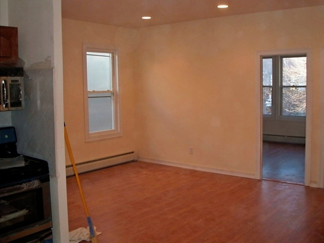 4 Bedrooms, Astoria Rental in NYC for $3,300 - Photo 2