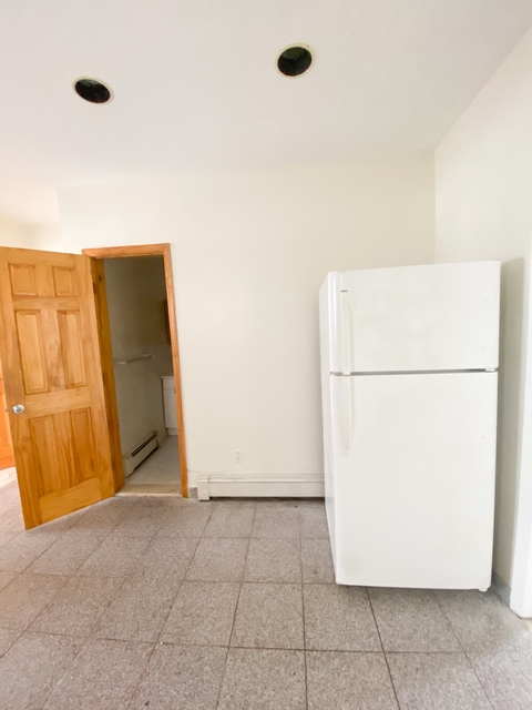 3 Bedrooms, Maspeth Rental in NYC for $2,200 - Photo 2