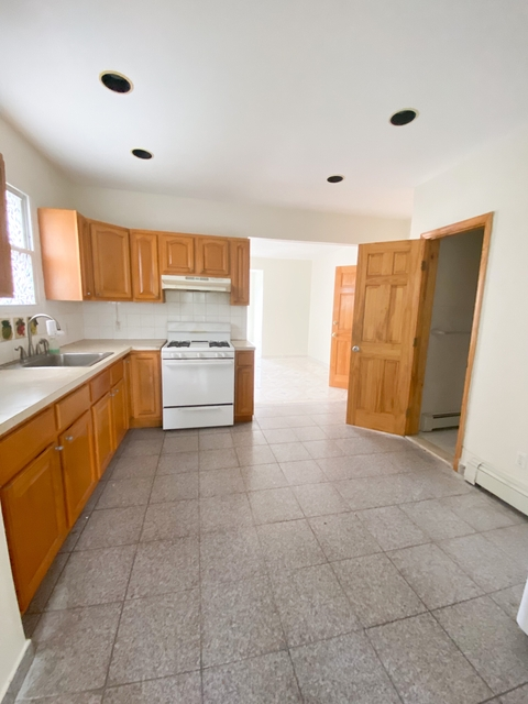3 Bedrooms, Maspeth Rental in NYC for $2,200 - Photo 1