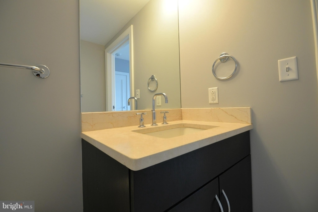 1 Bedroom, North Rosslyn Rental in Washington, DC for $3,950 - Photo 2