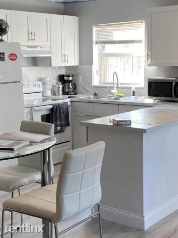 2 Bedrooms, Osceola Park Rental in Miami, FL for $2,300 - Photo 2