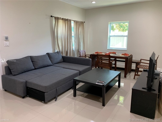 3 Bedrooms, Fulford Bythe Sea Rental in Miami, FL for $1,800 - Photo 1