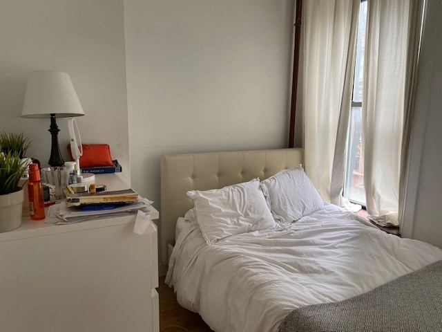 4 Bedrooms, Lenox Hill Rental in NYC for $6,000 - Photo 2