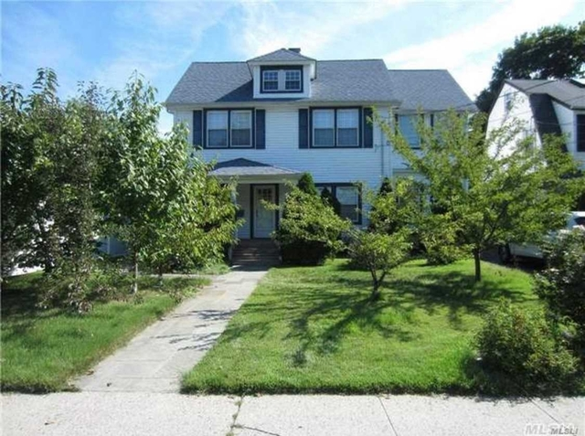 2 Bedrooms, Manhasset Rental in Long Island, NY for $3,100 - Photo 1