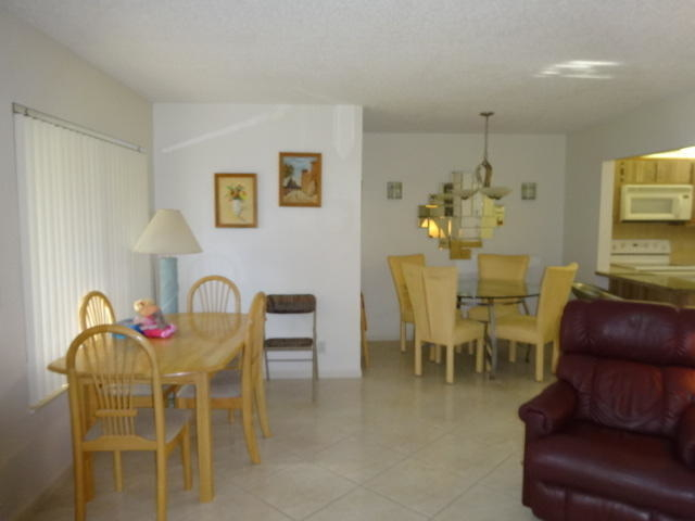 2 Bedrooms, Pine Ridge Rental in Miami, FL for $1,100 - Photo 2