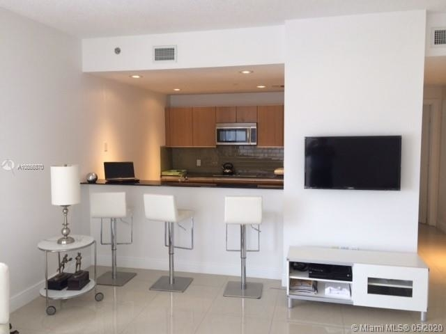 2 Bedrooms, Miami Financial District Rental in Miami, FL for $2,750 - Photo 2