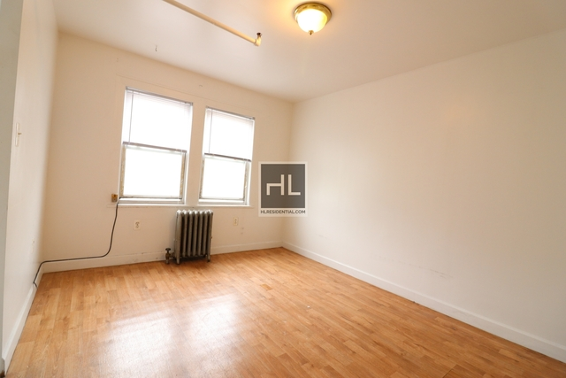 1 Bedroom, Ditmars Rental in NYC for $1,550 - Photo 2