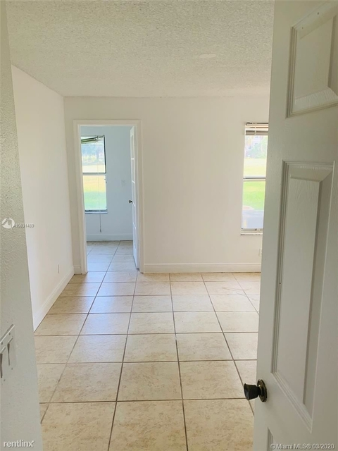 2 Bedrooms, Holiday Springs Village Rental in Miami, FL for $1,325 - Photo 2