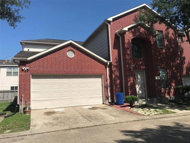 3 Bedrooms, Villas at Ashford Point Rental in Houston for $1,600 - Photo 1