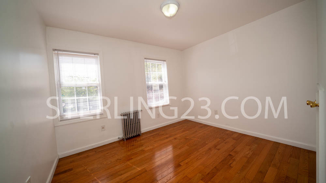 3 Bedrooms, Ditmars Rental in NYC for $2,600 - Photo 2