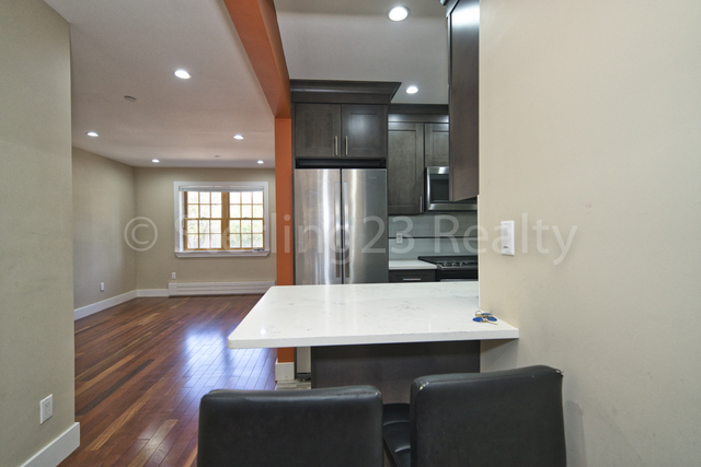 3 Bedrooms, Steinway Rental in NYC for $3,000 - Photo 1