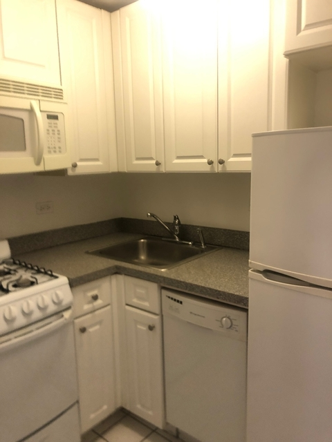 1 Bedroom, Yorkville Rental in NYC for $2,139 - Photo 2